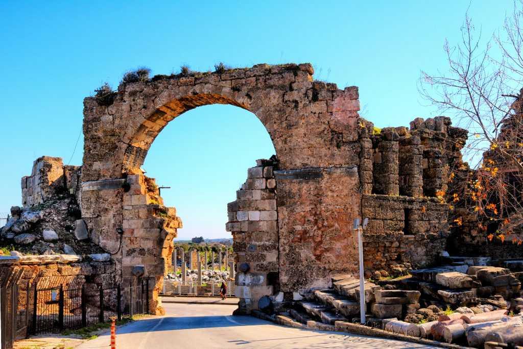 Side Antik kent kapısı