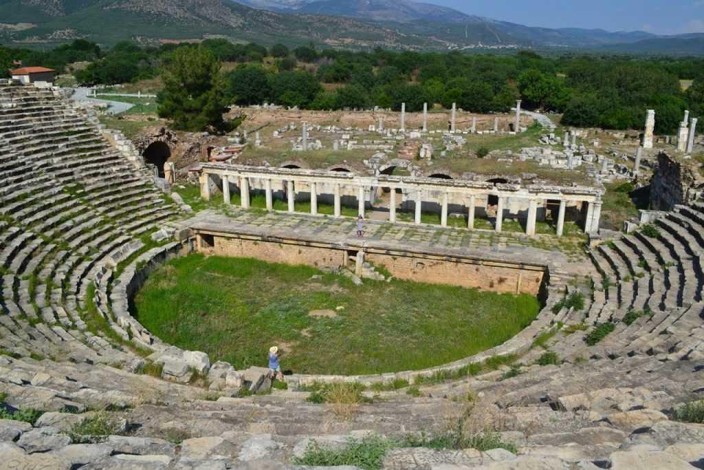 Afrodisias amfi tiyatro